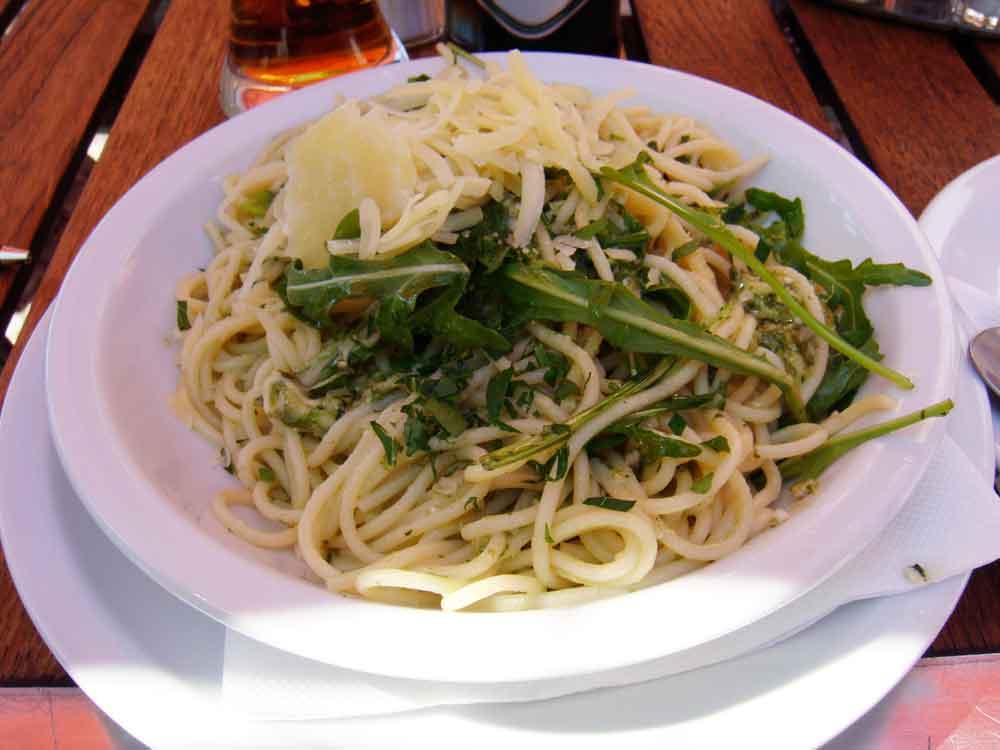 spaghetti mit rucolapesto