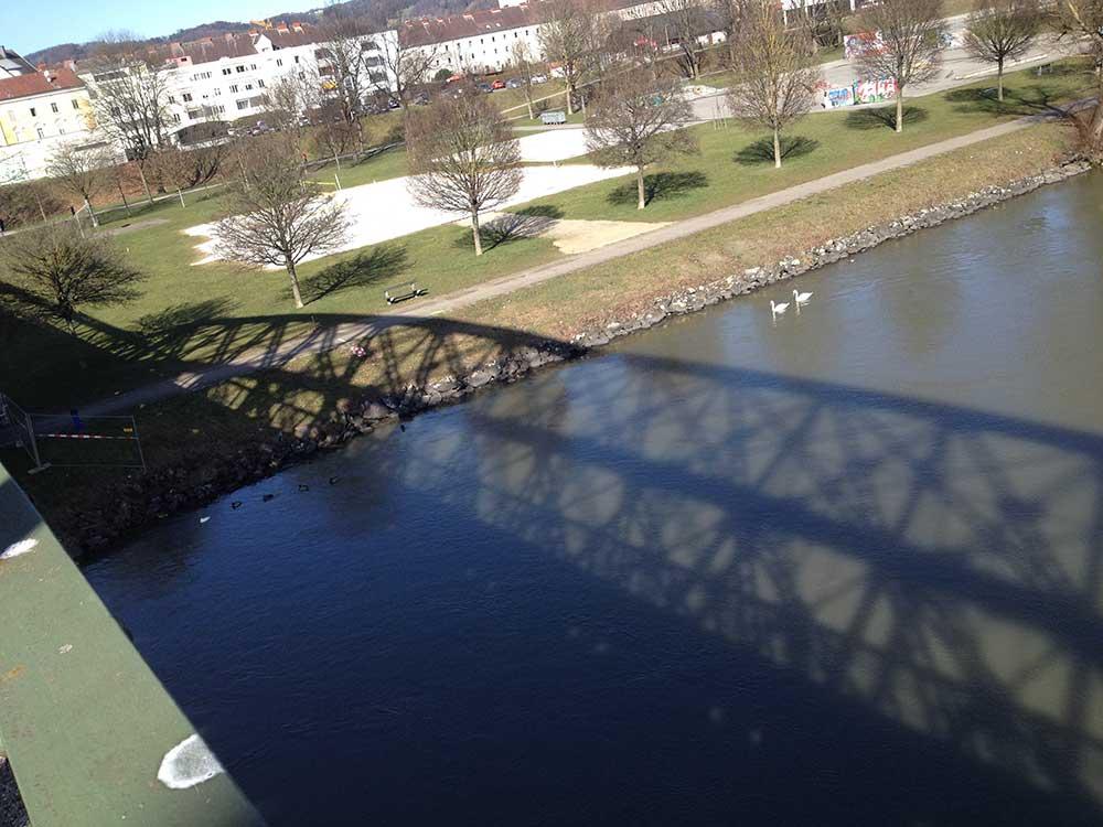eisenbahnbruecke-linz-schatten2