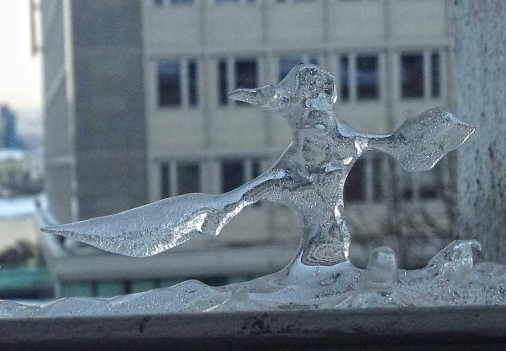 Skulptur in Eis durch Zufall entstanden