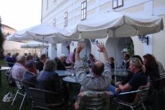 Romana, neun Bier!